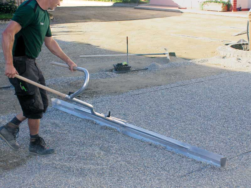 Power Screeder - levelling screed